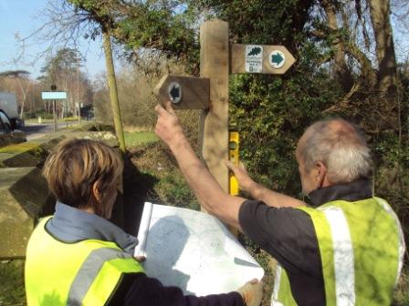 Horsham Riverside Walk Sign Erecting